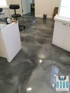 Plancher époxy métallique gris